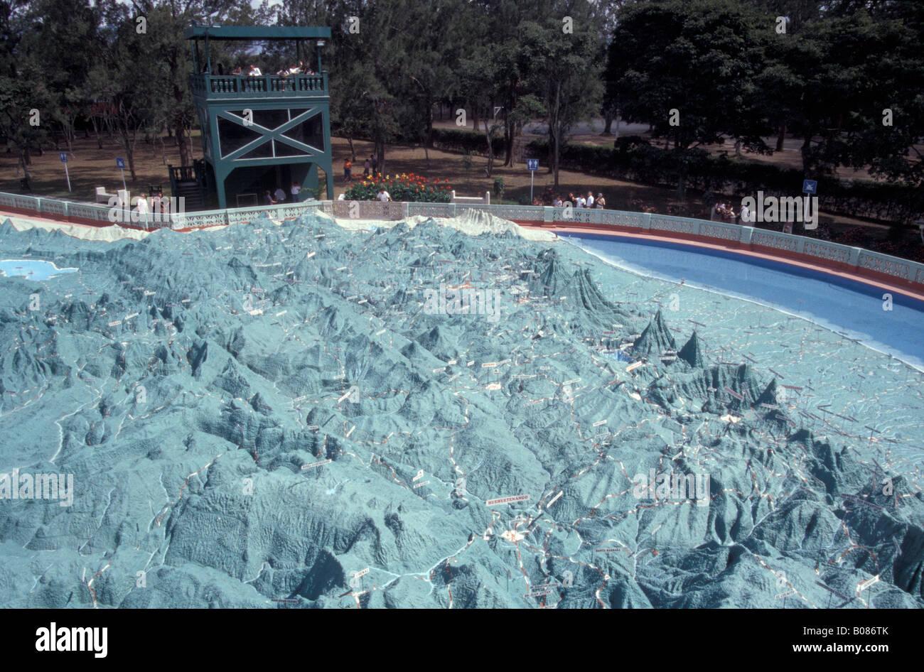 Le Mapa en soulager, une immense carte en relief du Guatemala à Parque Minerva, Guatemala City Photo Stock