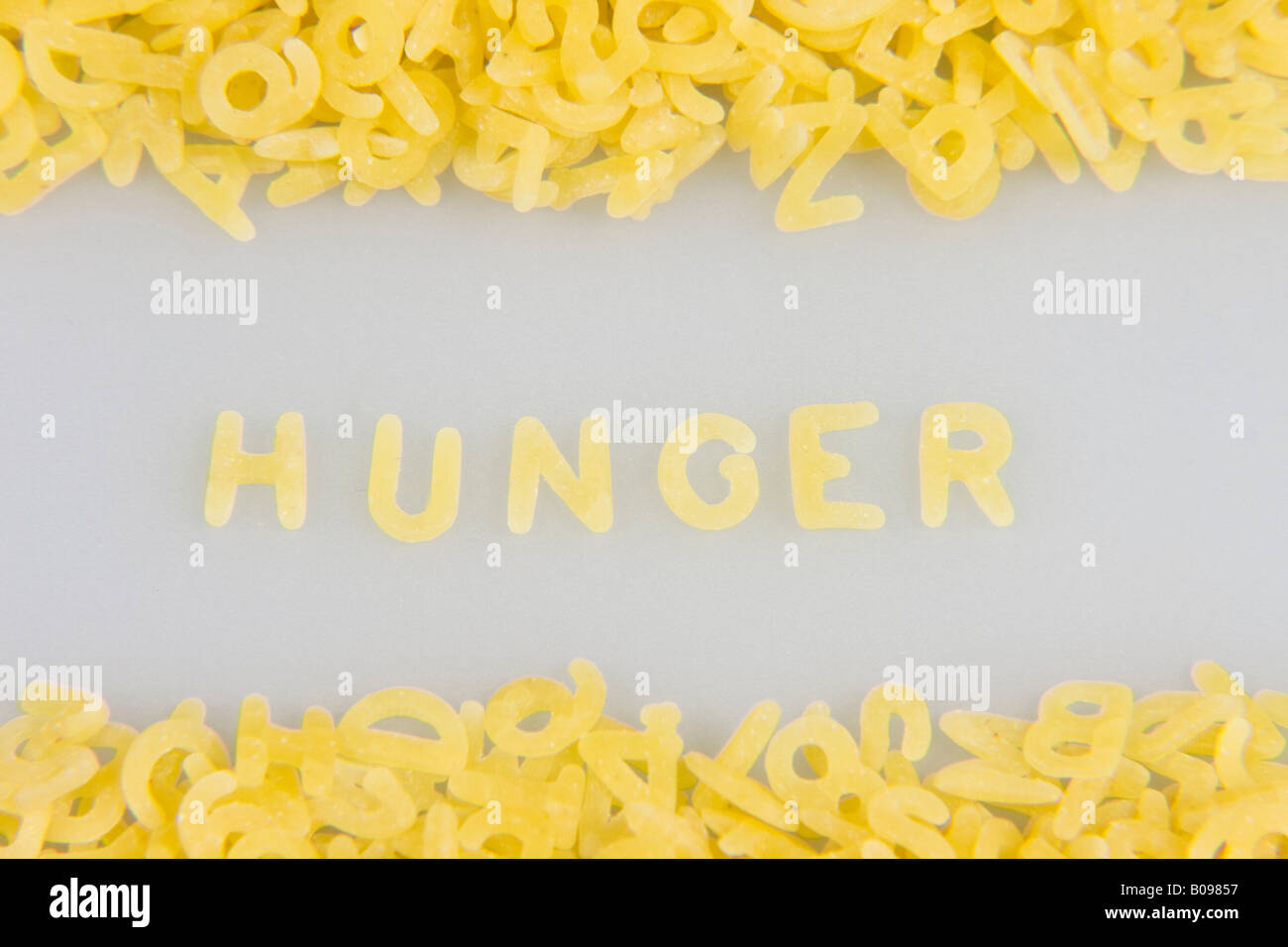 'La faim' énoncés dans les lettres de nouilles, de pâtes alphabet Photo Stock