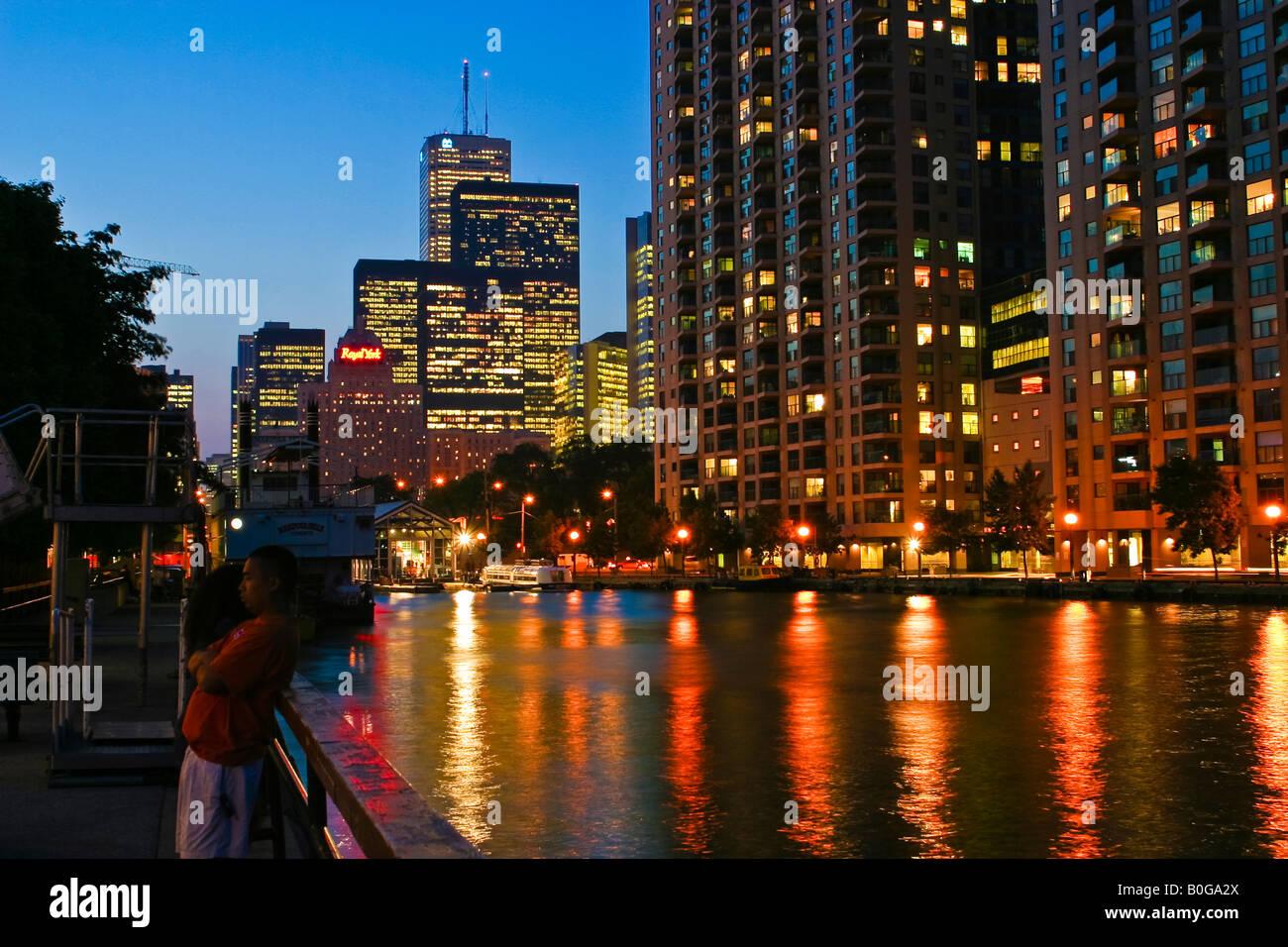Le centre-ville de Toronto Vue nocturne du lac Ontario Harbourfront Banque D'Images