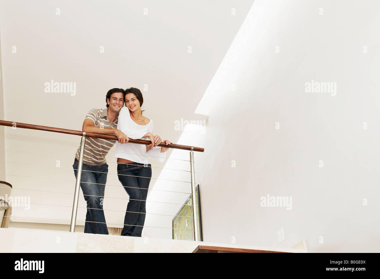 Couple heureux sur balcon Photo Stock