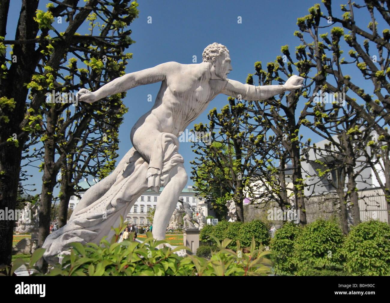 Sculpture par Ottavio Mosto, daté 1690, scène de la mythologie grecque, Mirabellgarten ou jardins Mirabell, Photo Stock