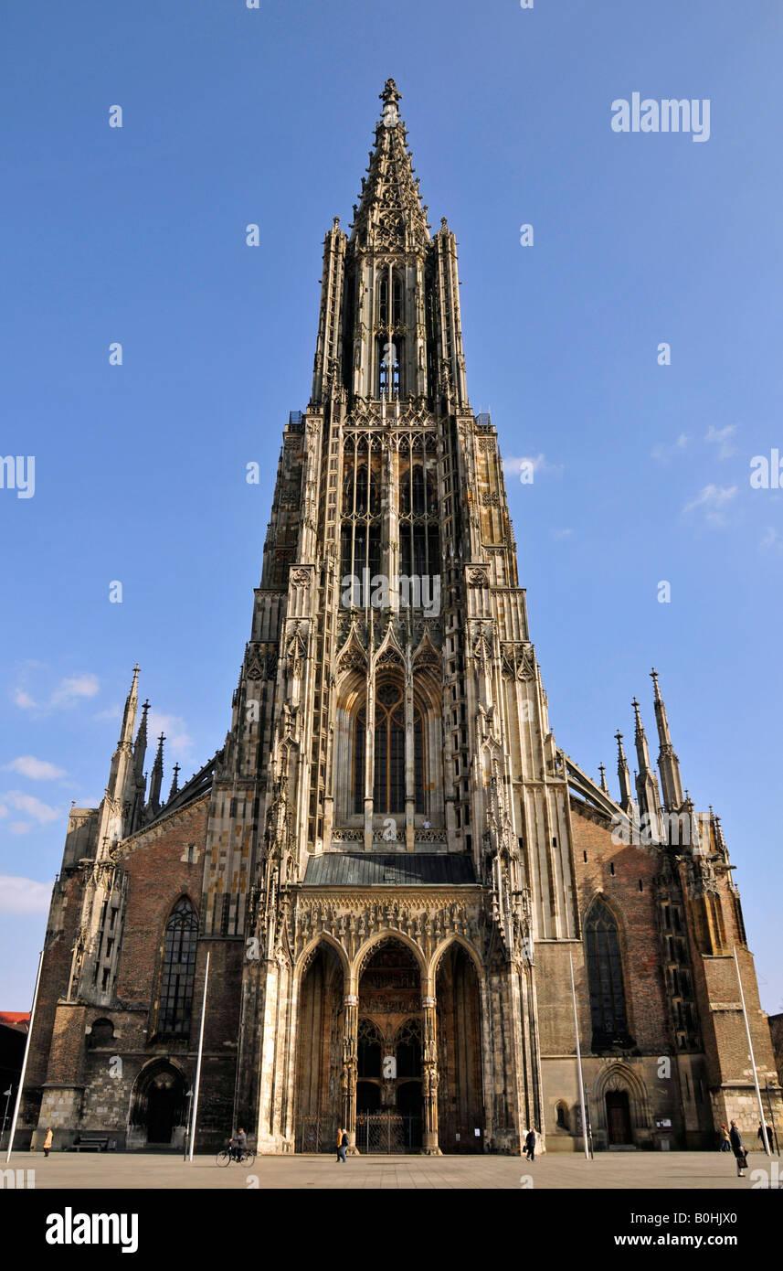 Ulmer Münster, Cathédrale d'Ulm, vue de face et clocher, minutieusement sculptés et décorés, Ulm, Bade-Wurtemberg, Allemagne, Euro Banque D'Images