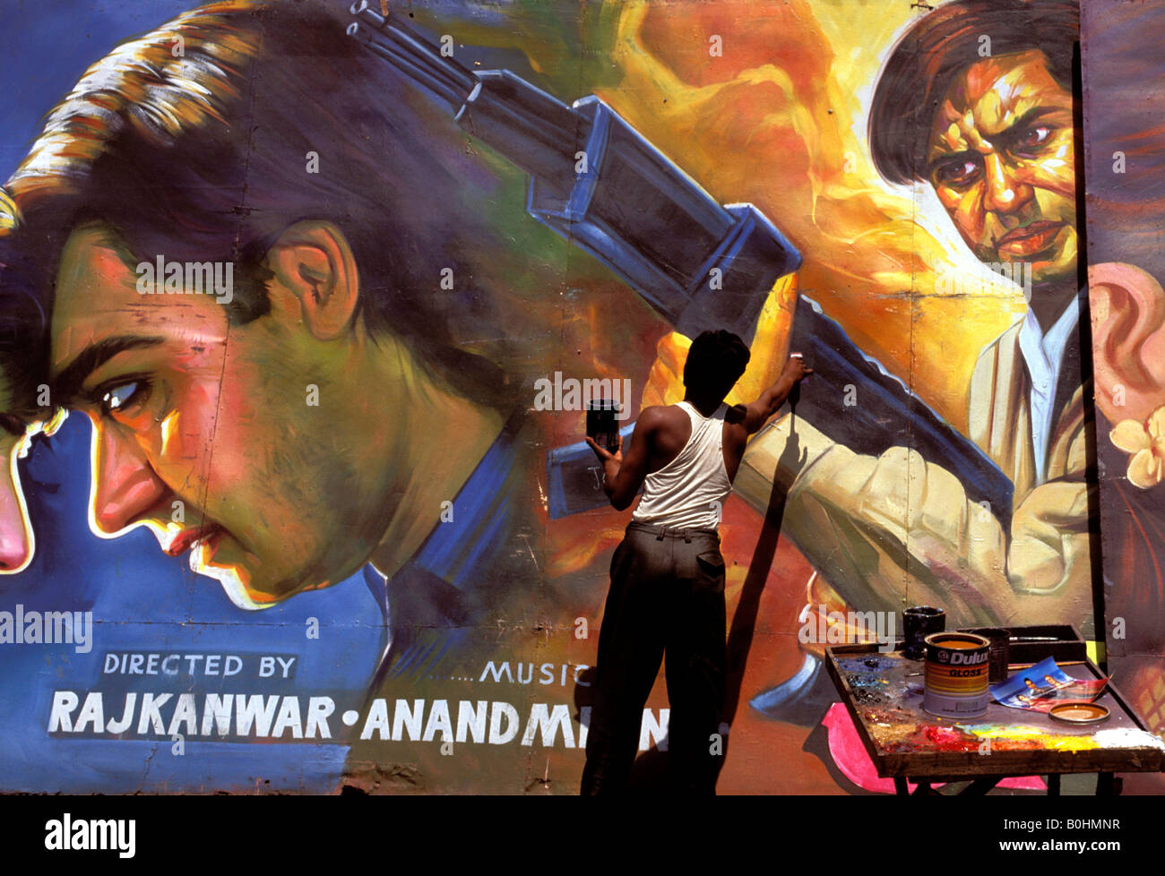 Une peinture à la main de l'artiste une affiche de film Bollywood, Delhi, Inde. Photo Stock