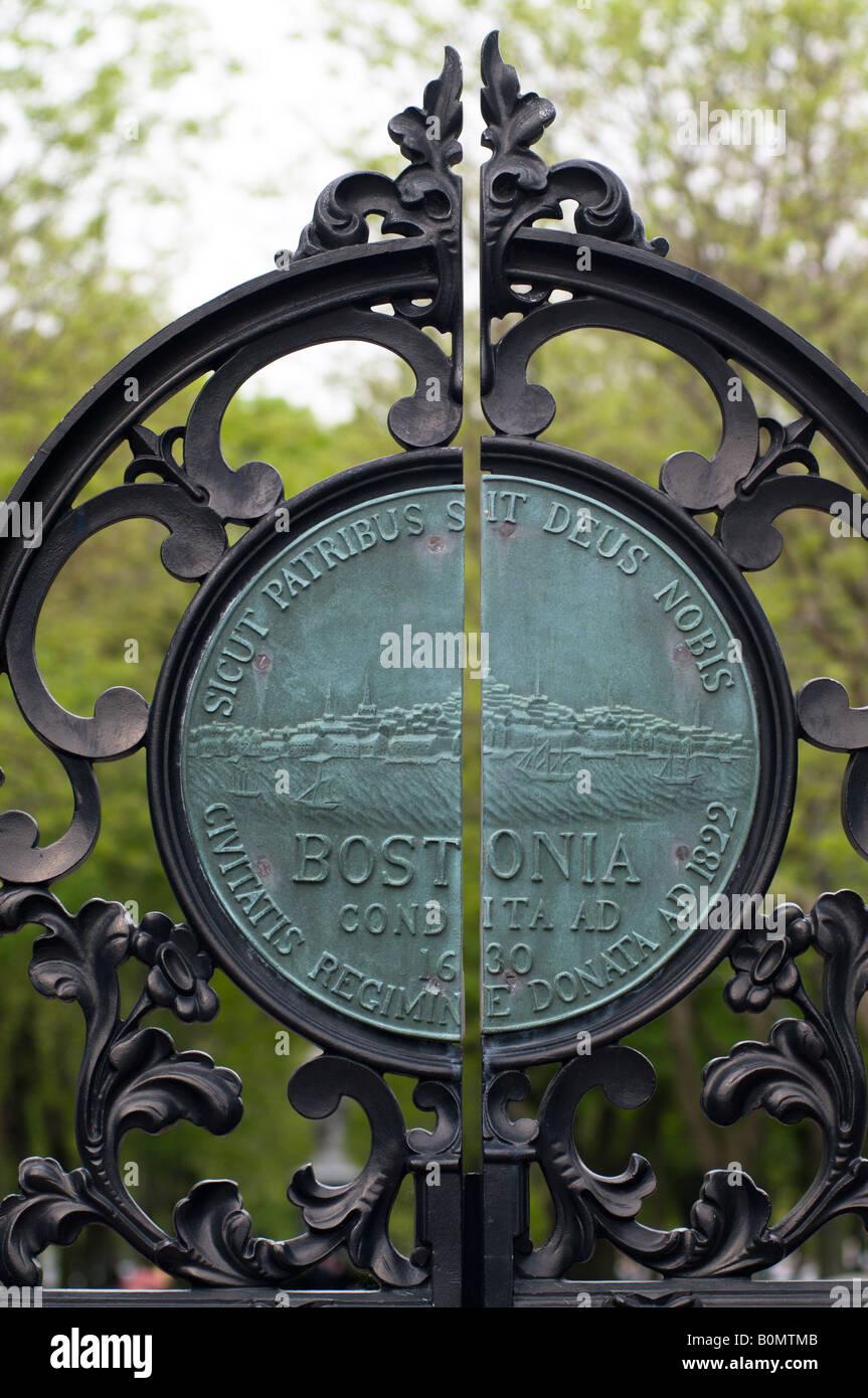 Une plaque de cuivre dans les jardins publics Boston MA. Photo Stock