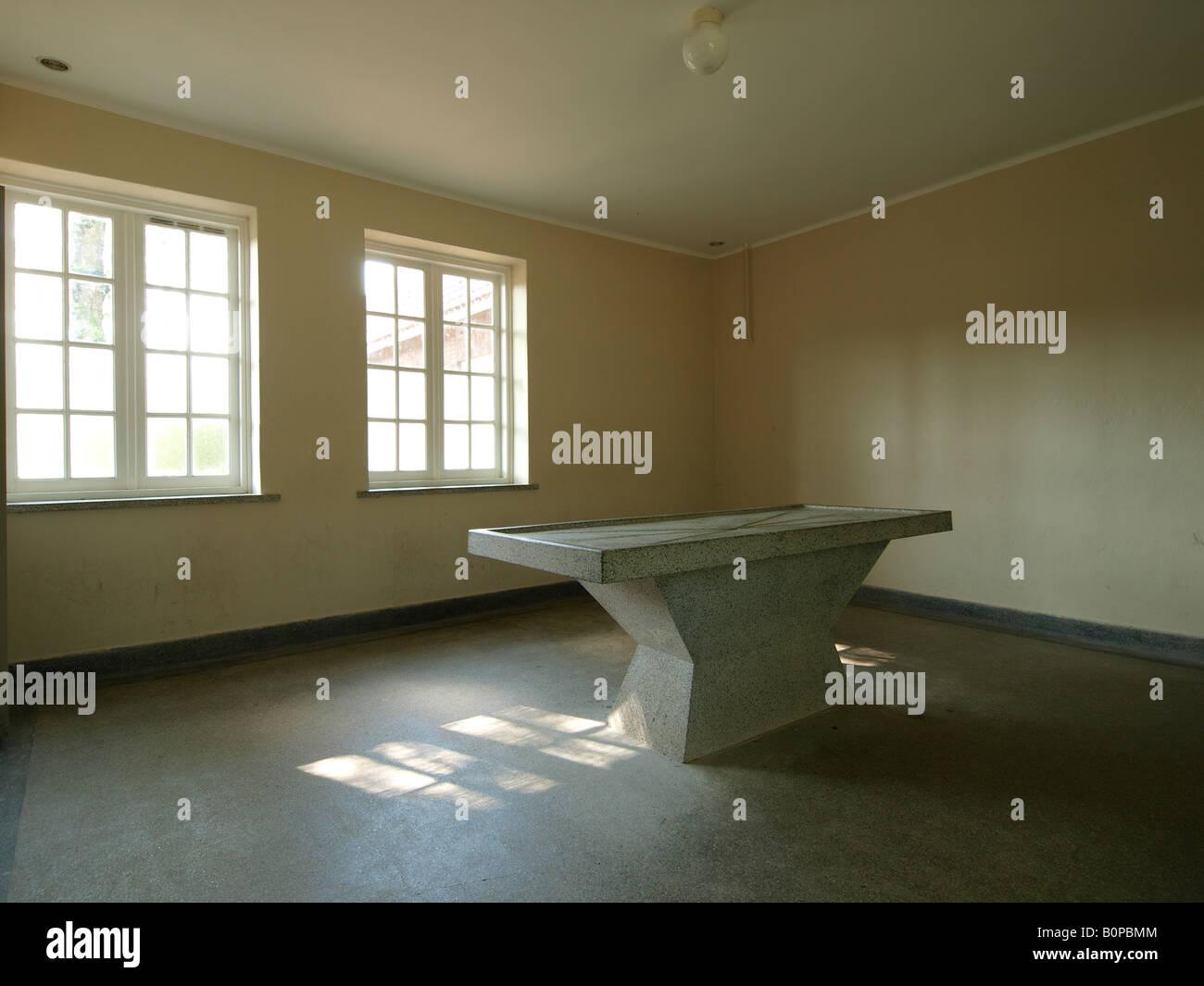 table dautopsie dans une pice lintrieur du camp de concentration de vught aux pays bas