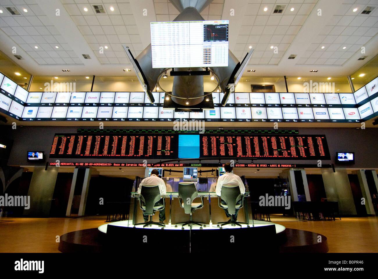 Les courtiers fonctionnent à Sao Paulo Bovespa Brésil 02 08 08 Photo Stock