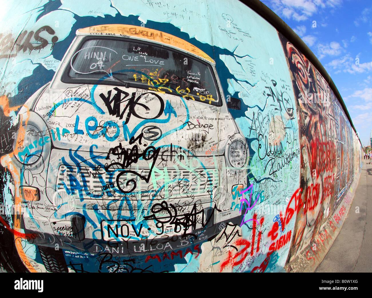 Graffiti sur mur de Berlin emblématique à l'East Side Gallery Photo Stock