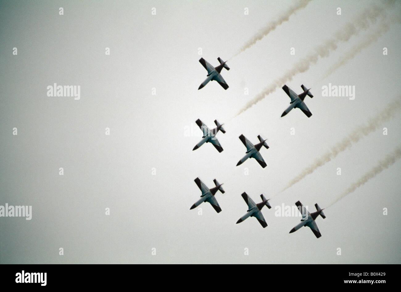 Groupe moyen d'avions militaires volant en formation, Autriche Photo Stock