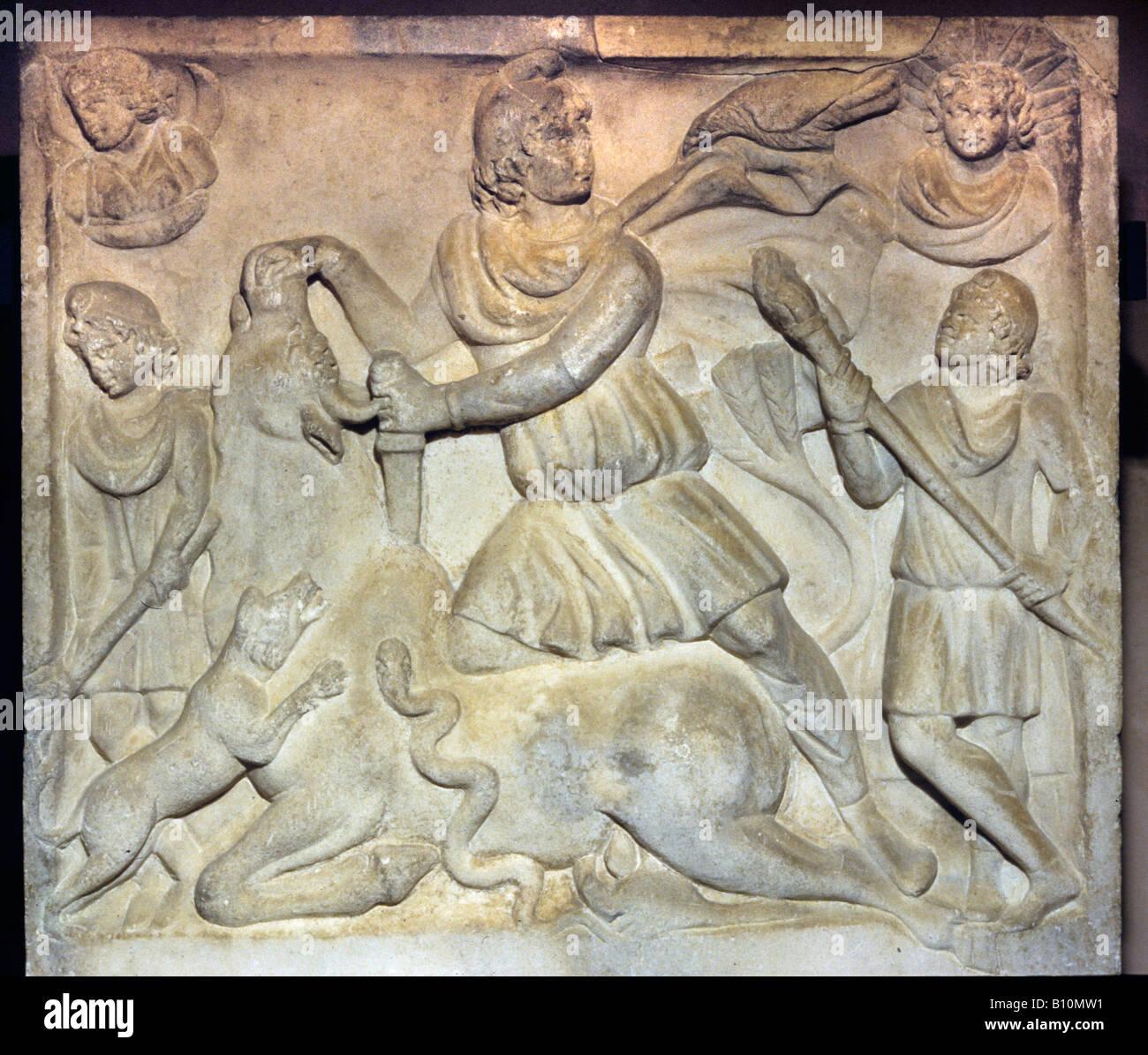 Mithra tuant le taureau secours romain Photo Stock