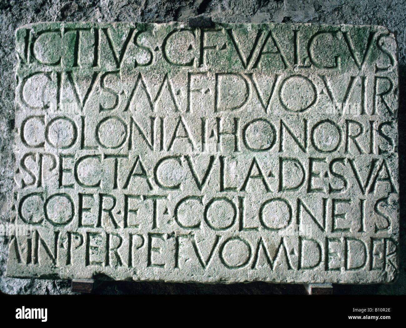 Amphithéâtre de Pompéi inscription latine pierre de fondation 80 AV Italie Photo Stock