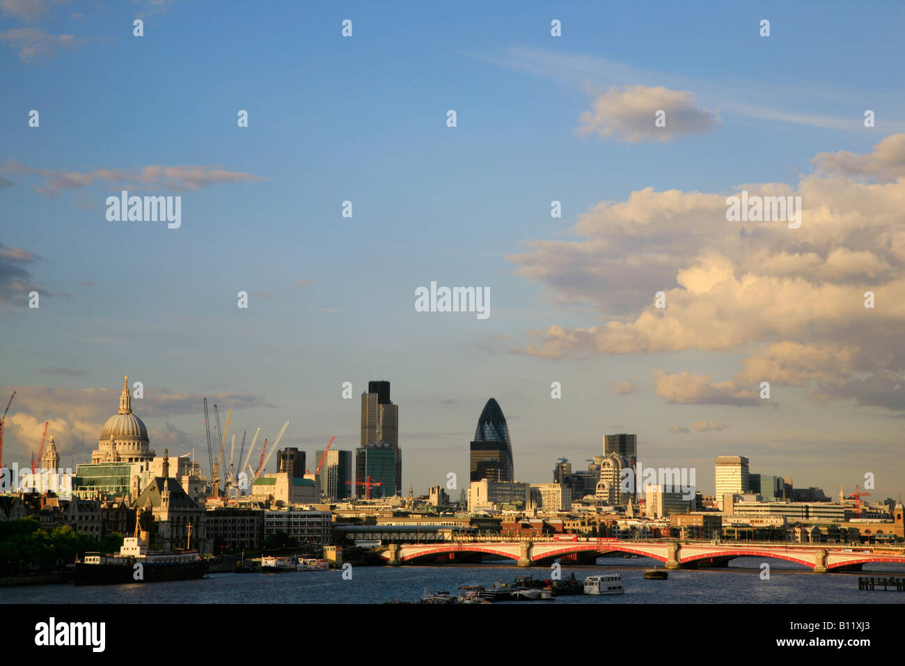 Blackfriars Bridge et de la ville de Londres Photo Stock