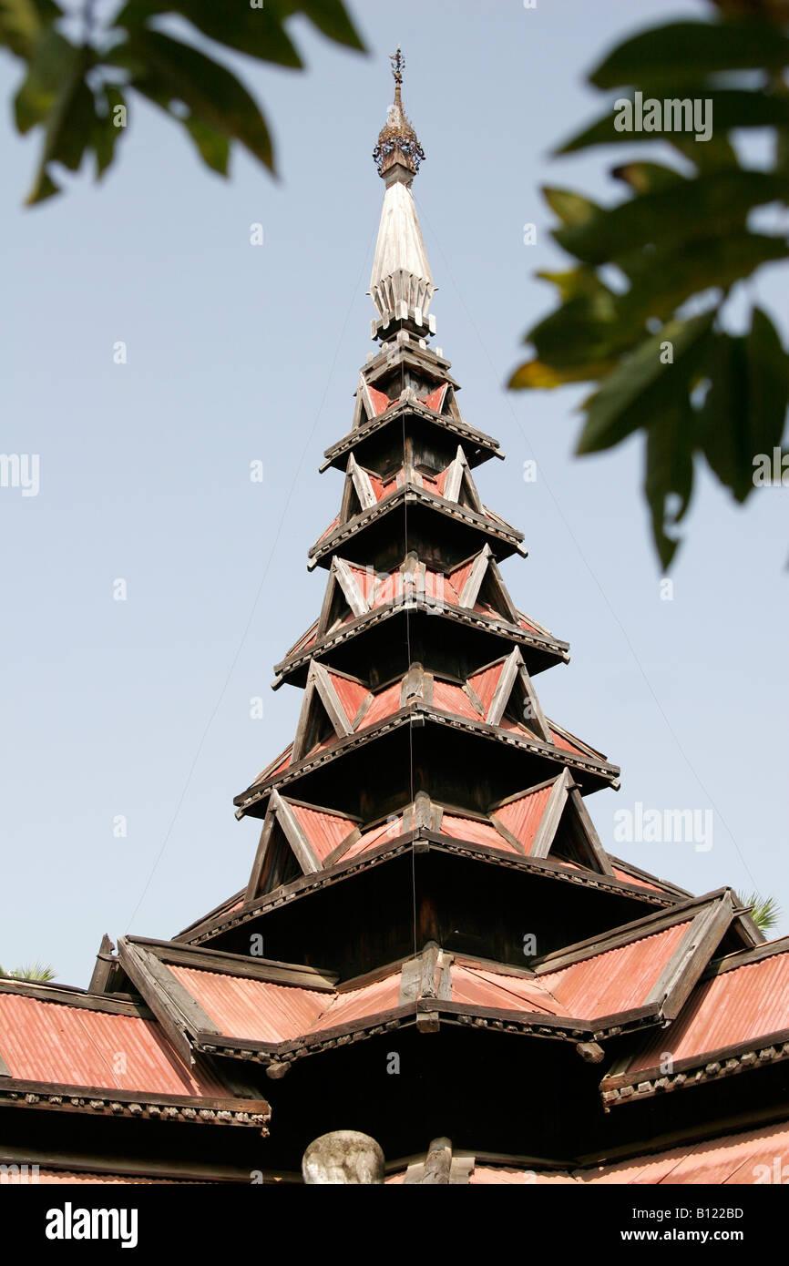 Monastère en teck dans Bagaya-Kyaung Inwa (AVA) près de Mandalay, Myanmar (Birmanie) Banque D'Images