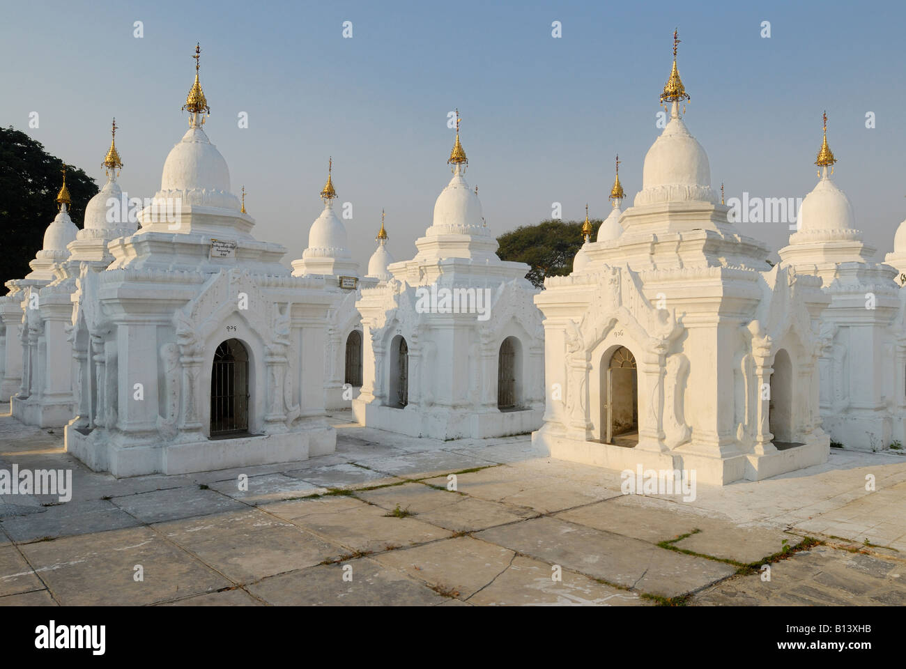 La Pagode Kuthodaw Plus Grand Livre Du Monde Mandalay