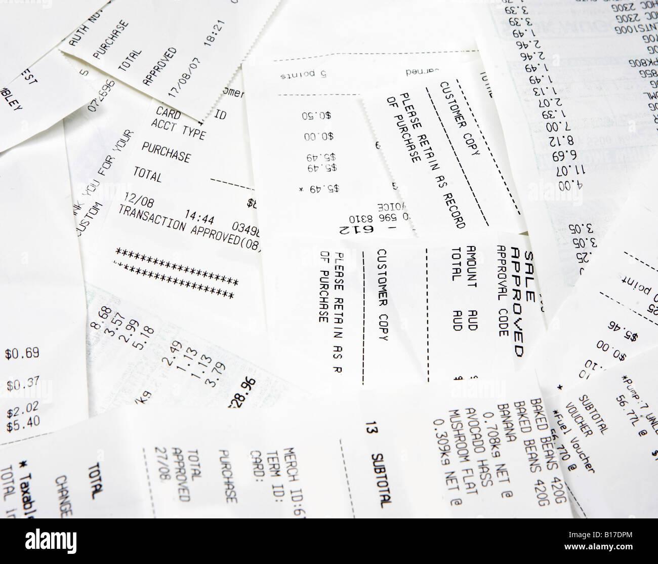 Factures d'achats et les reçus de carte de crédit. Photo Stock
