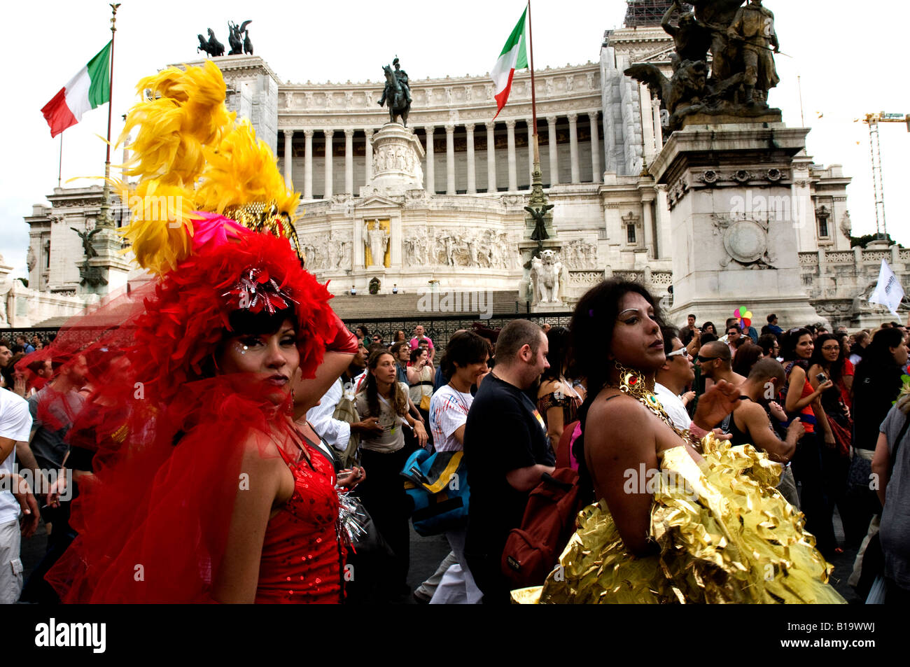 Drag Queens sur la Piazza Venezia de Rome au cours de la Gay Pride de Photo Stock