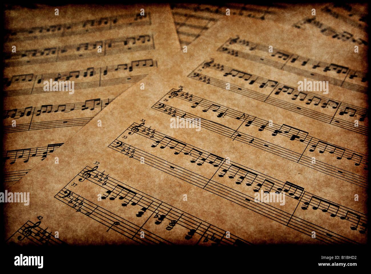 Grande image de notes de musique sur papier parchemin brun Banque D'Images
