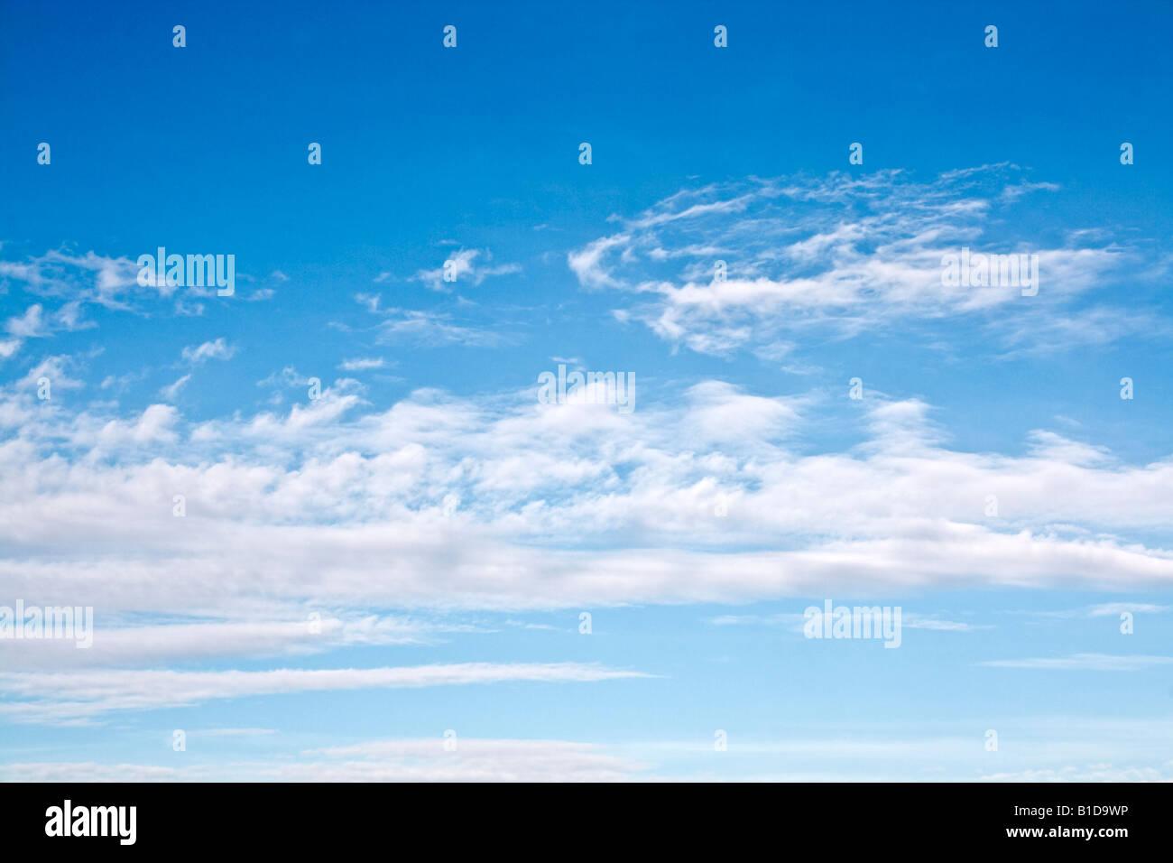 Beau ciel bleu azur Banque D'Images
