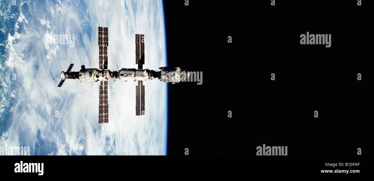 Station spatiale internationale en orbite autour de la Terre Photo Stock