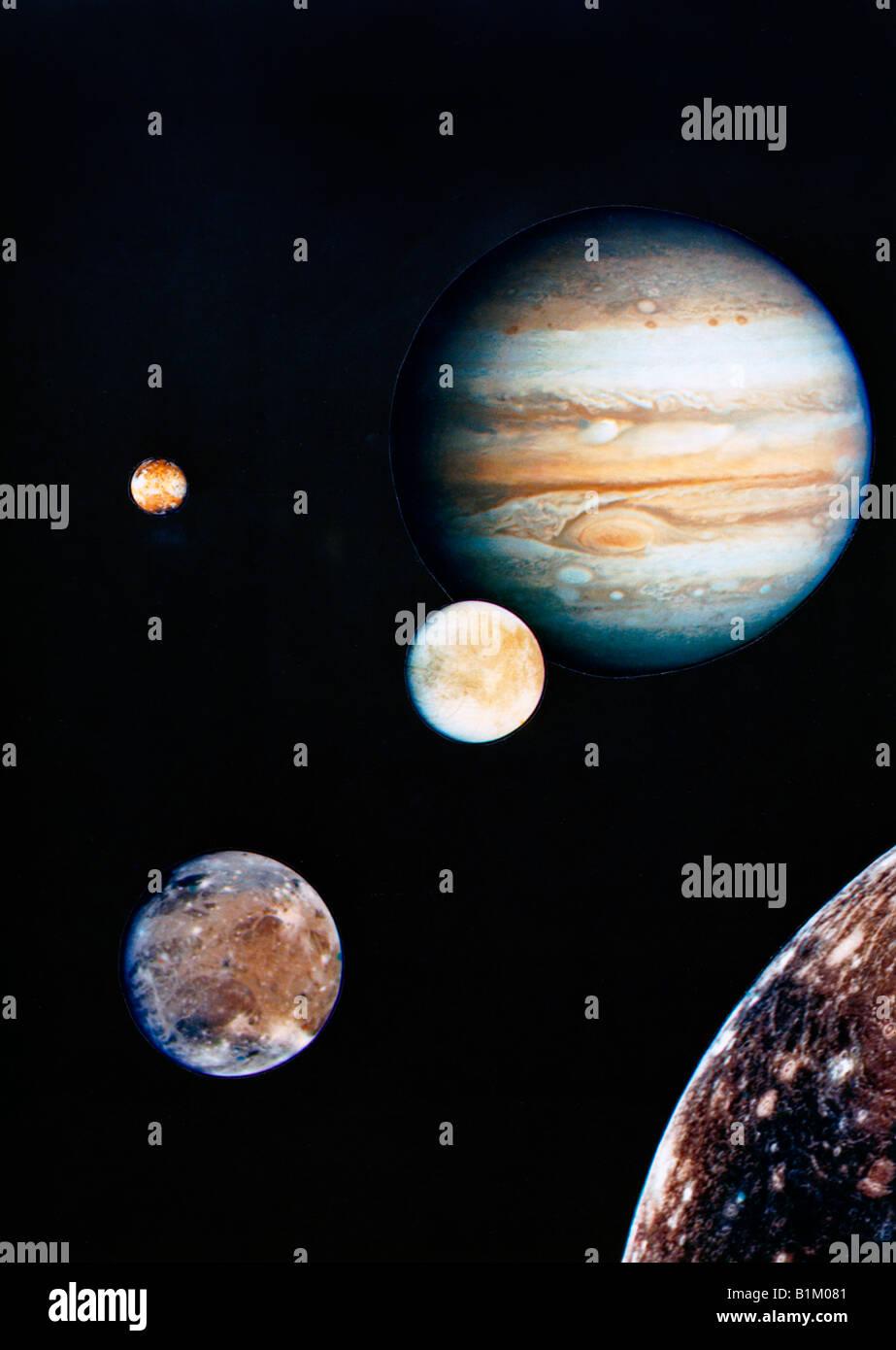 Jupiter et ses satellites Io, Europe, Ganymède et Callisto - photo recomposée par Voyager I Photo Stock