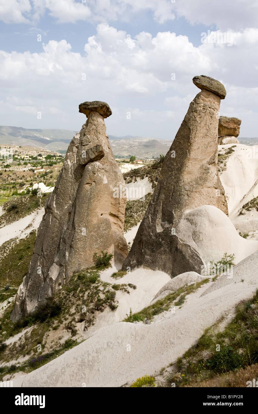Cheminee De Fee Rock Formations Dans La Region D Urgup Cappadoce