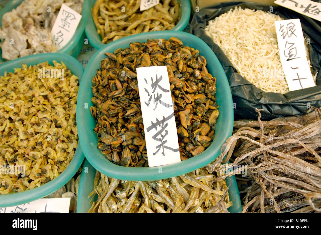 Le poisson séché et les pétoncles à la vente à un marché, Xi'an, province du Shaanxi, China, Asia Banque D'Images