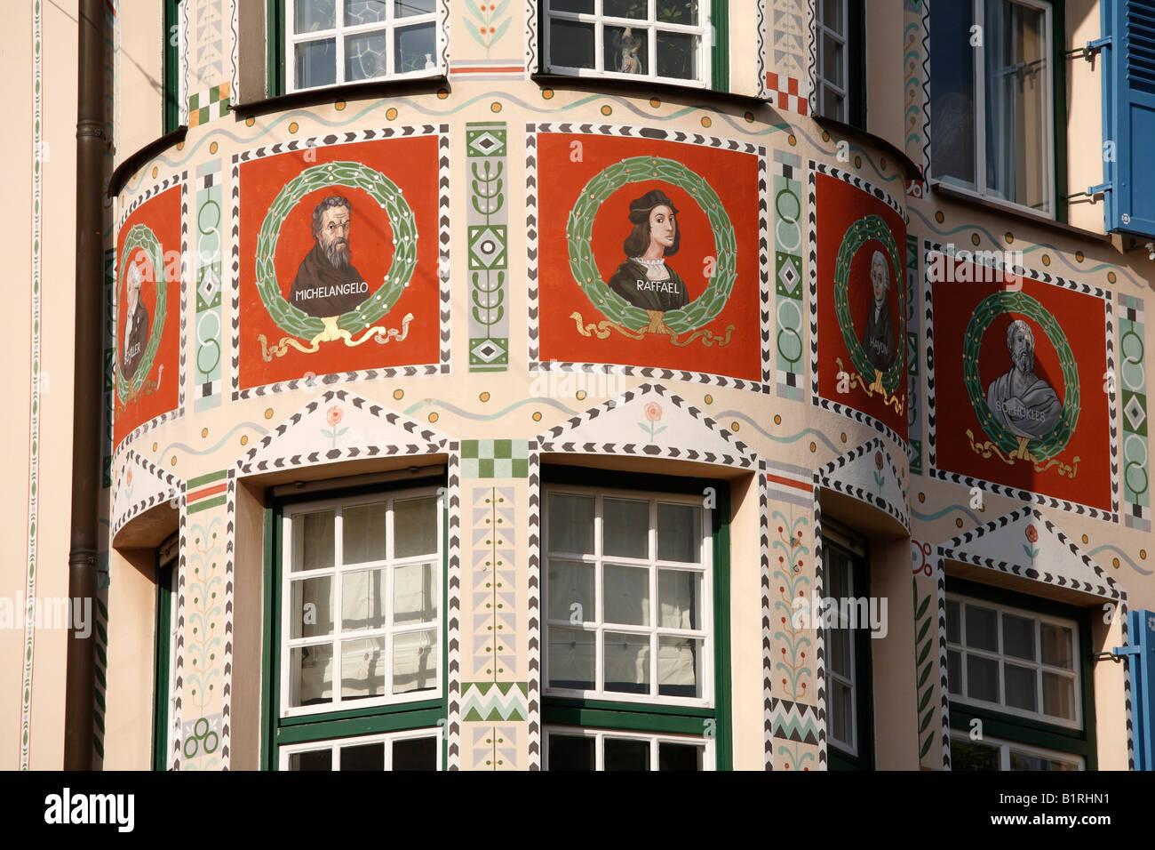 Portraits de médaillon Michel-Ange, Raphaël et d'autres éminents artistes ont peint sur Palais Photo Stock