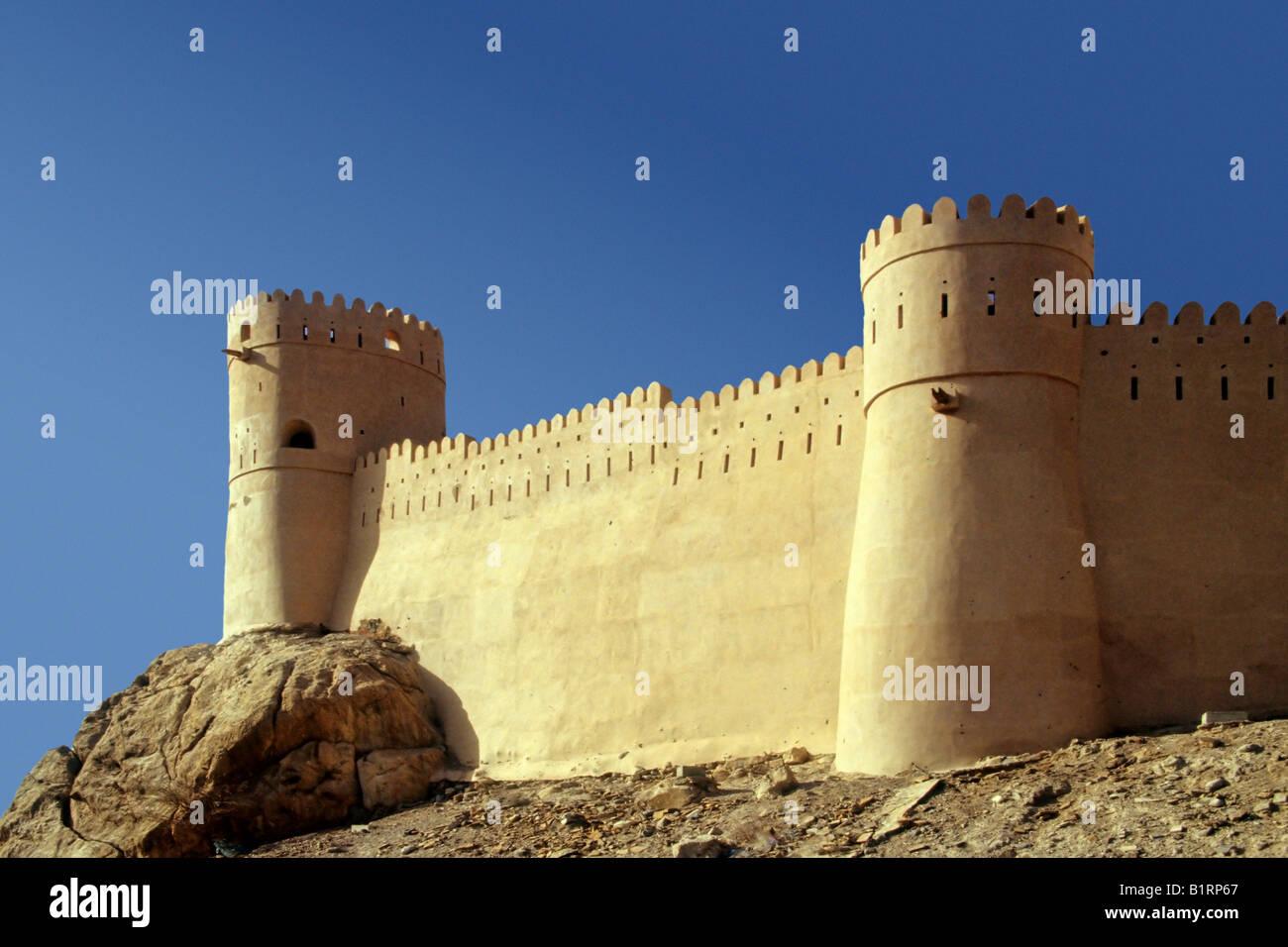 La forteresse de Nakhl, situé sur une colline, Oman, l'Arabie, la péninsule arabe, l'Asie centrale, Photo Stock