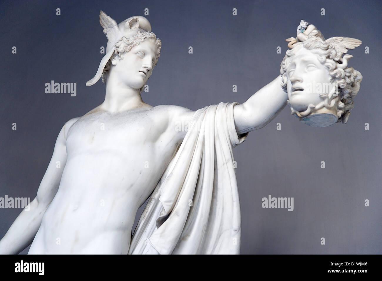 Italie Lazio Rome Vatican Museum Belevdere Palace statue en marbre de Perseus holding tête de Méduse par Photo Stock