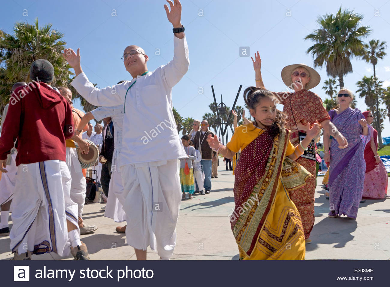 Tambour d'Hare Krishna Danse Cercle Venice Beach Californie Banque D'Images