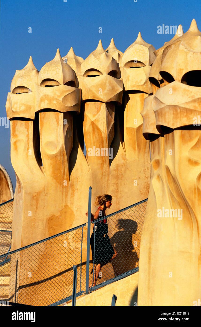 Cheminées sur le toit de La Pedrera Casa Mila Barcelone Catalogne Espagne Banque D'Images