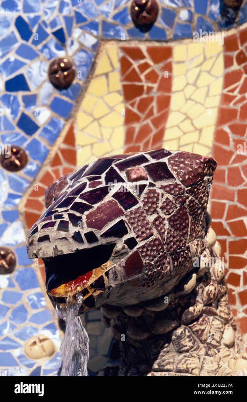 Reptil Printemps mythologique tête Parc Guell de Gaudi a Barcelone Catalogne Espagne Banque D'Images