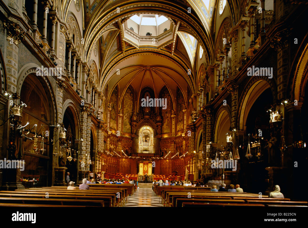 Basilique de l'intérieur du monastère de Montserrat Montserrat Barcelone Catalogne Espagne Montagnes Banque D'Images