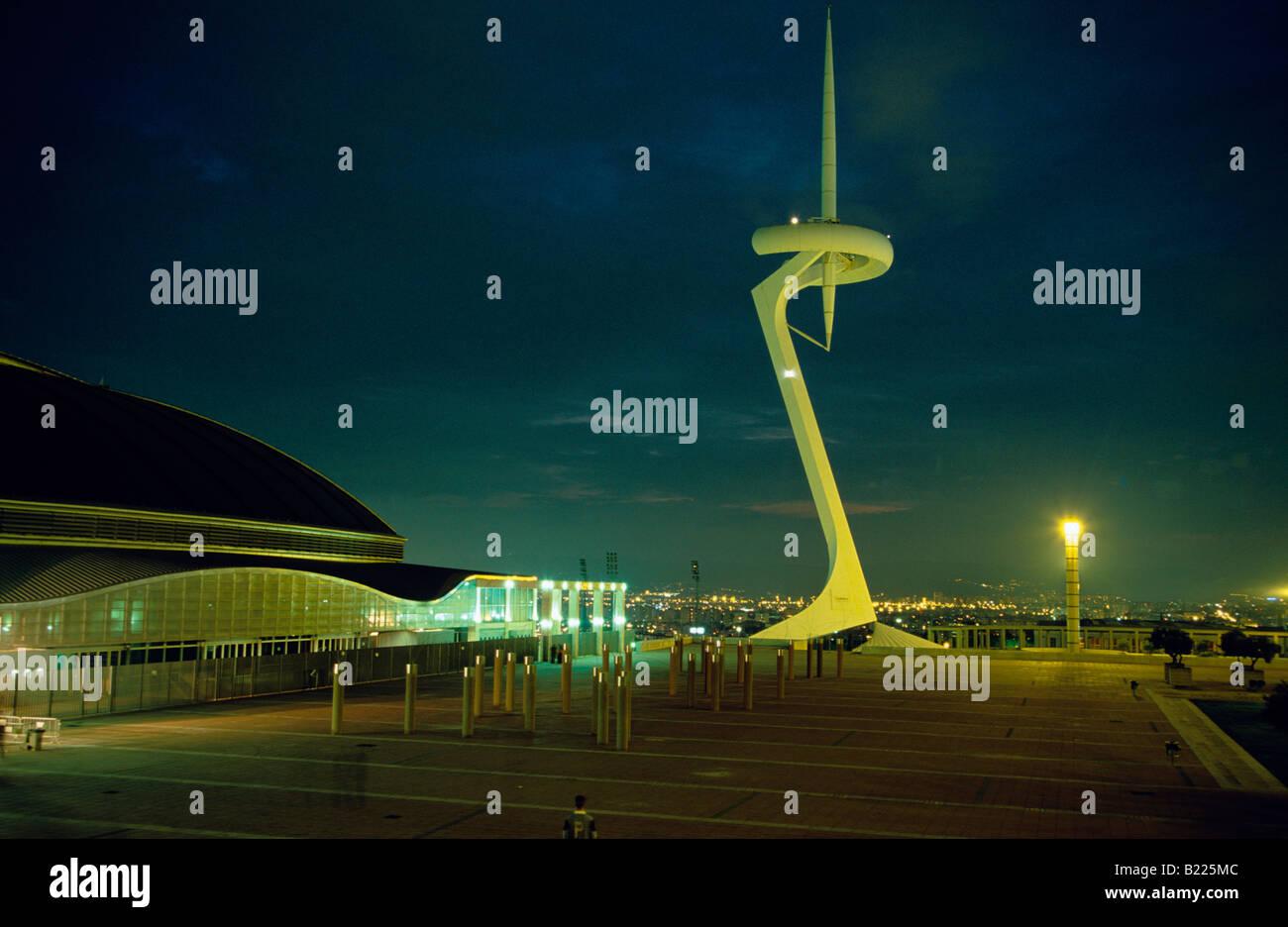 Palau St Jordi et la Sculpture Torre de Calatrava Montjuic Barcelone Catalogne Espagne Banque D'Images