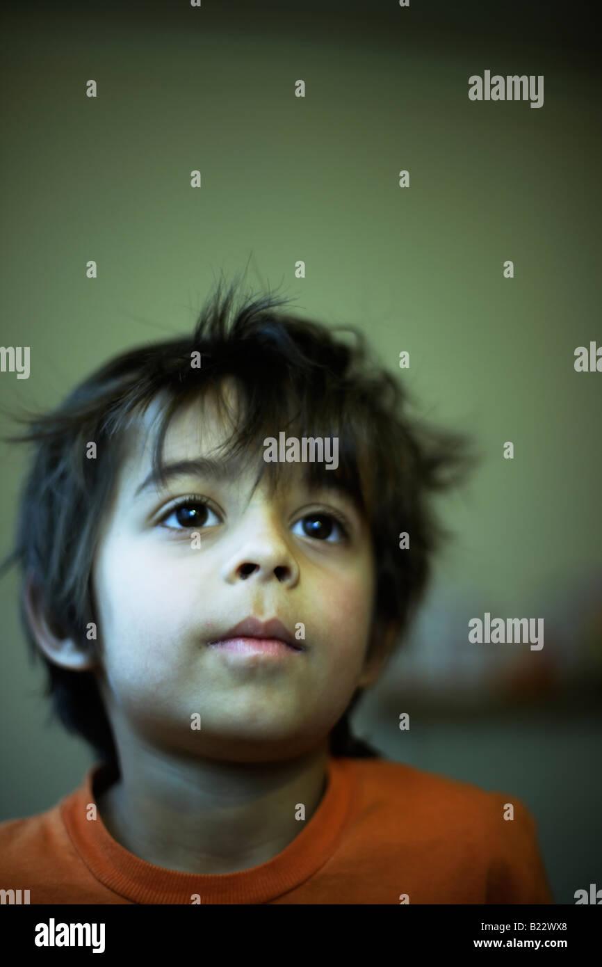 Portrait six ans mixed race boy anglais indien Photo Stock
