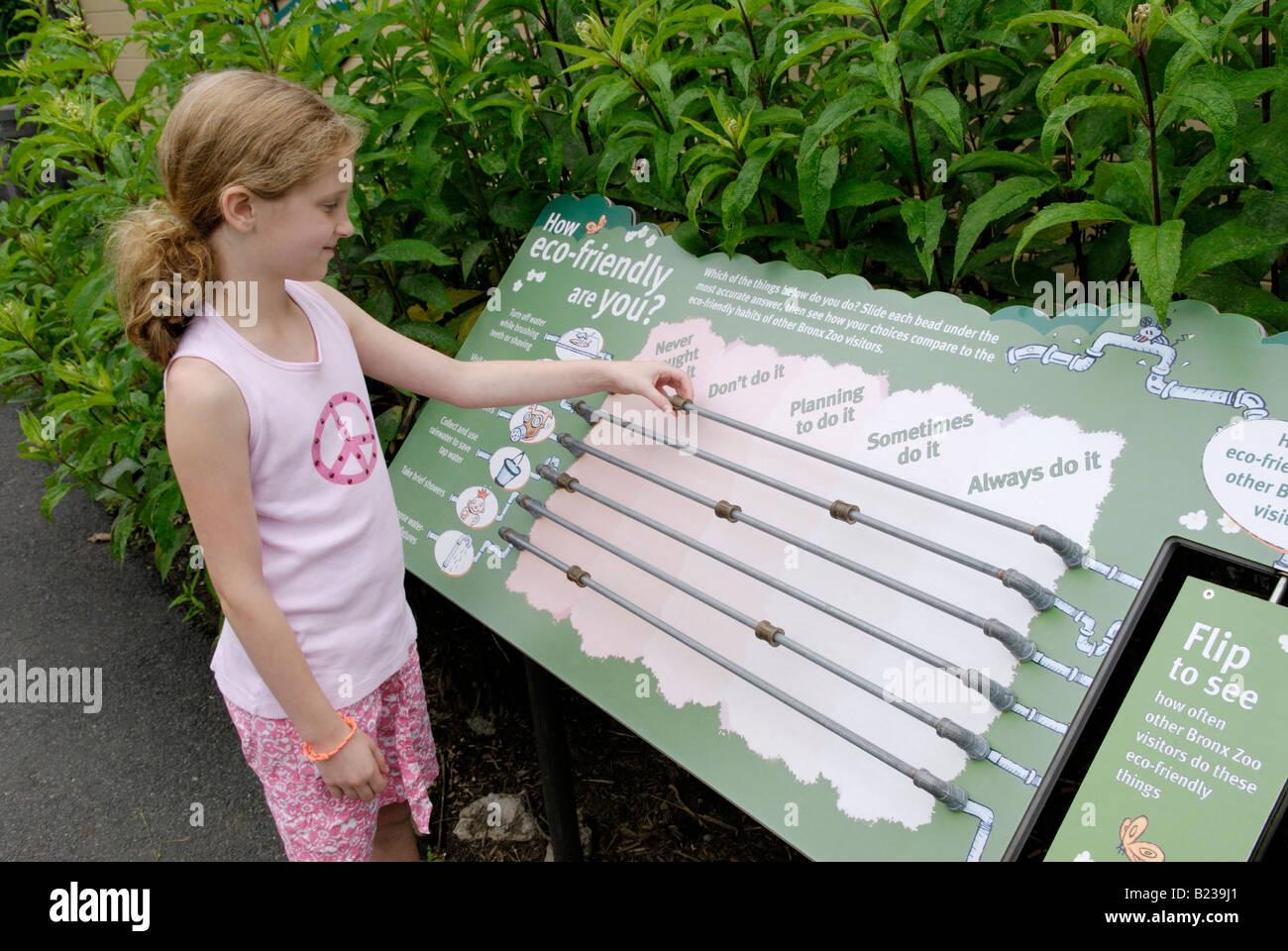 Affichage de l'environnement à l'enfant Photo Stock