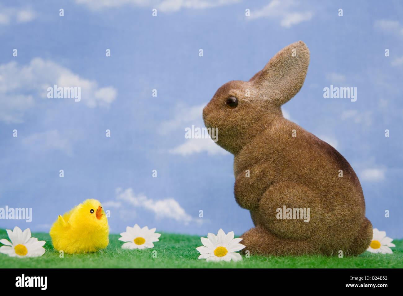 Un lapin et poussin Photo Stock
