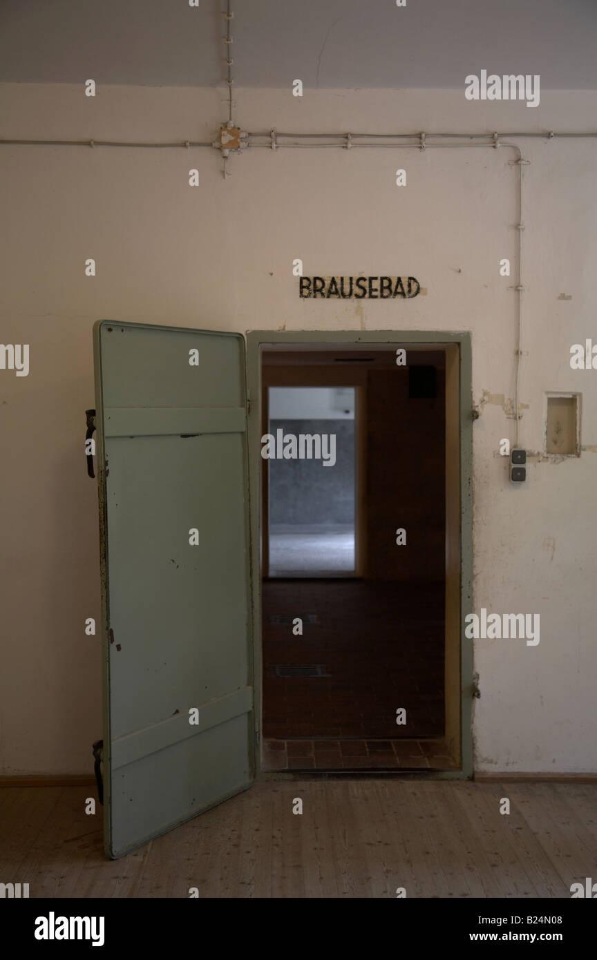 Porte de la Brausebad - salle de douche - en fait la chambre à gaz à ...