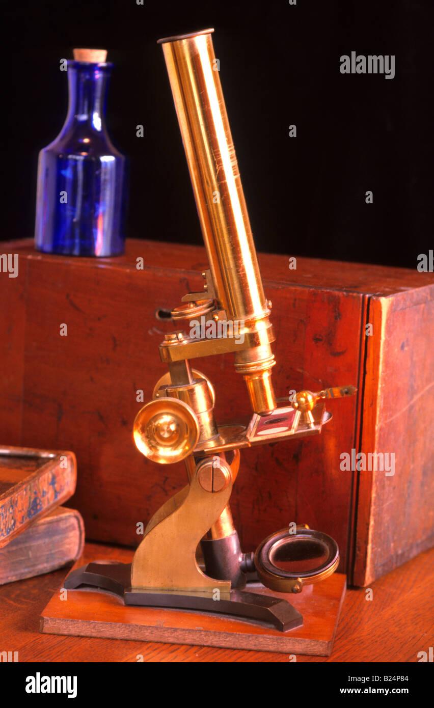 Watson microscope datant