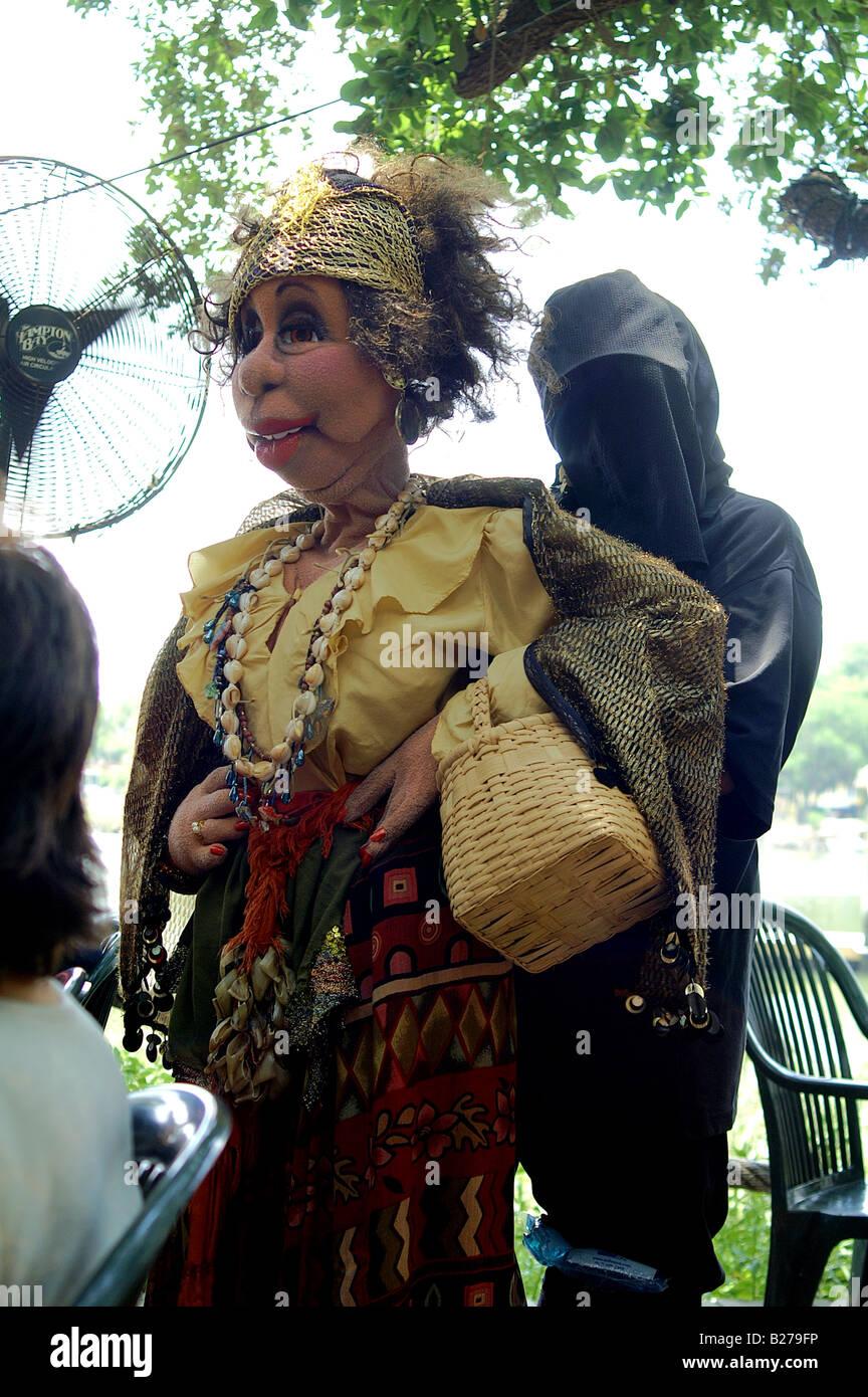 Marionnette grandeur nature et sinistre marionnettiste Photo Stock