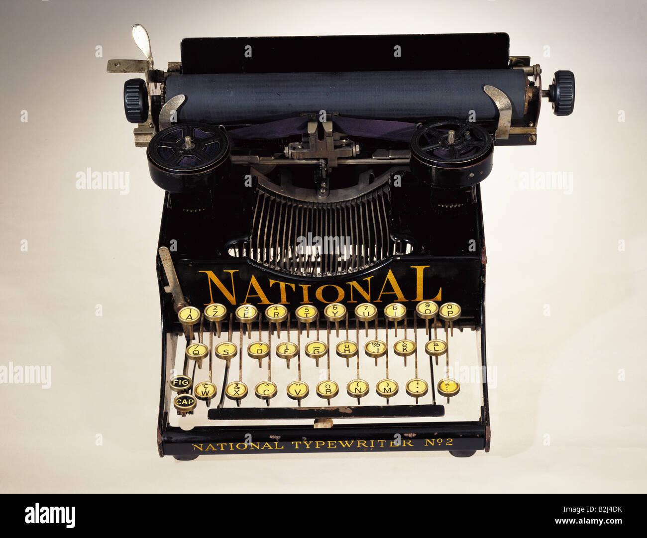Bureau, Matériel de bureau, machine à écrire, machine à écrire mécanique 'national', Photo Stock