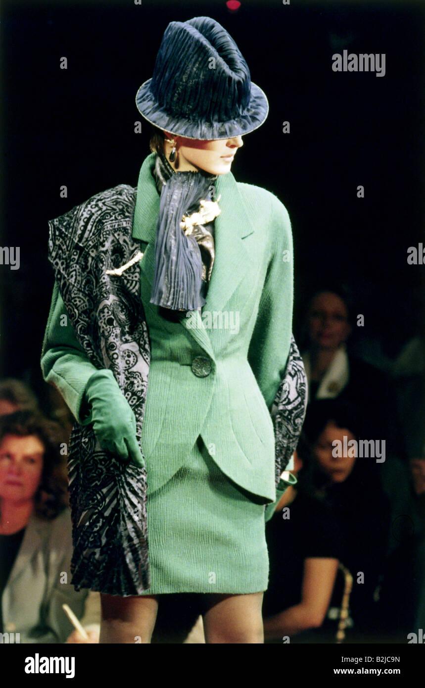nouveaux articles divers styles produits chauds La mode, les années 90, mannequin, portant costume, bonnet ...