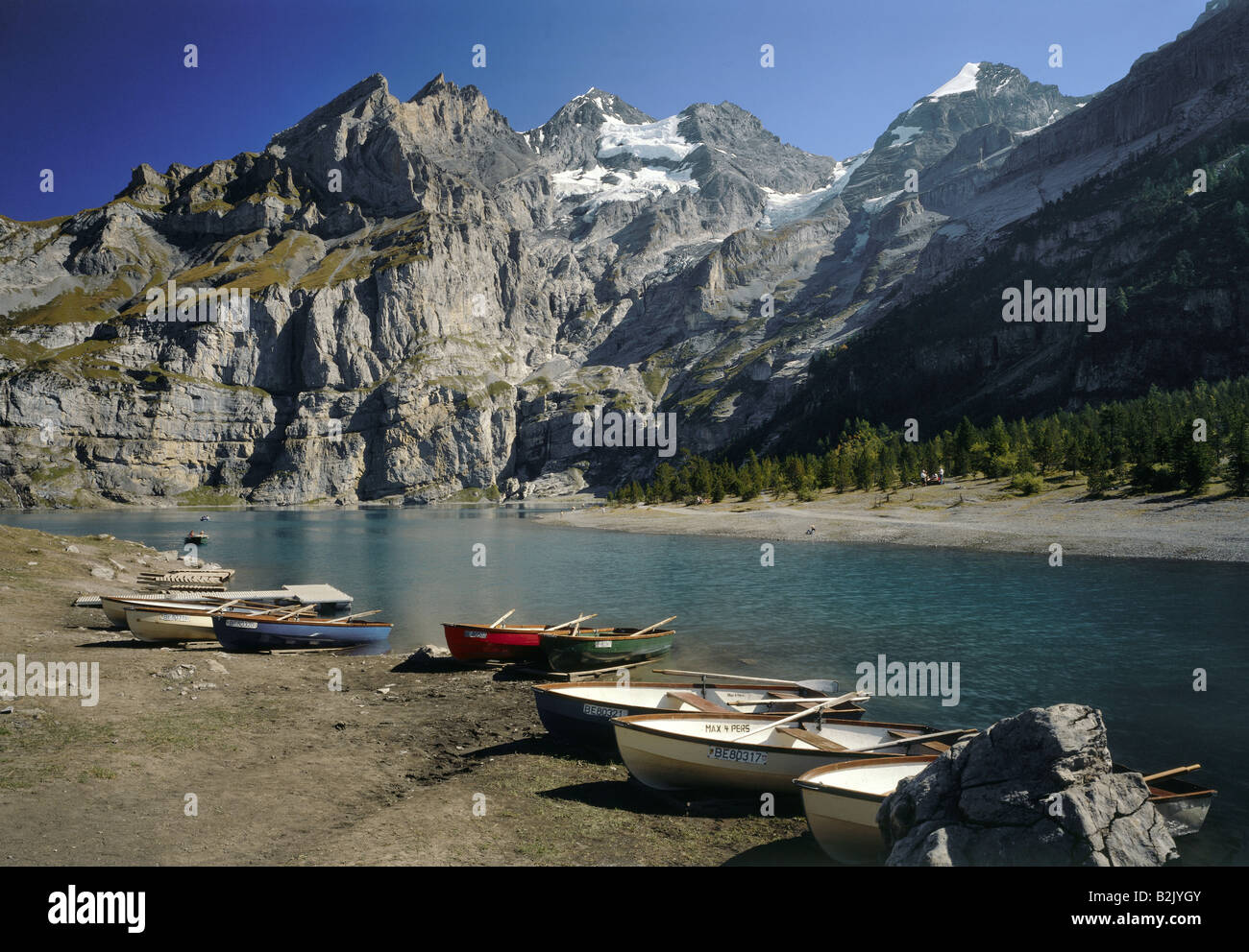 Géographie / voyages, Suisse, Berne, paysages, Plage, Lac Oeschinen Blumlisalp, Additional-Rights Clearance Photo Stock