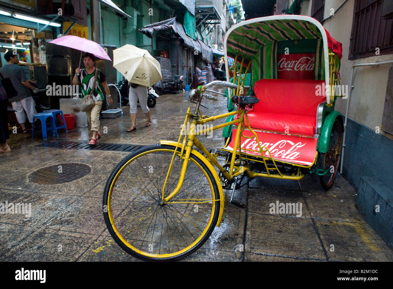 Tricycle traditionnel tricolo parqué dans street à Macao China 2008 Photo Stock