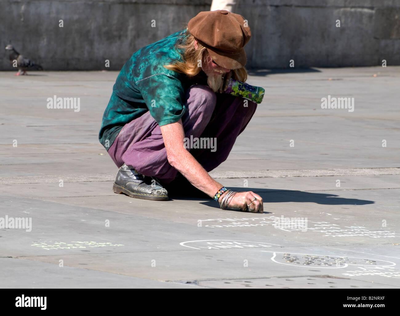 Artiste de rue dimensions à Trafalgar Square, Londres Banque D'Images