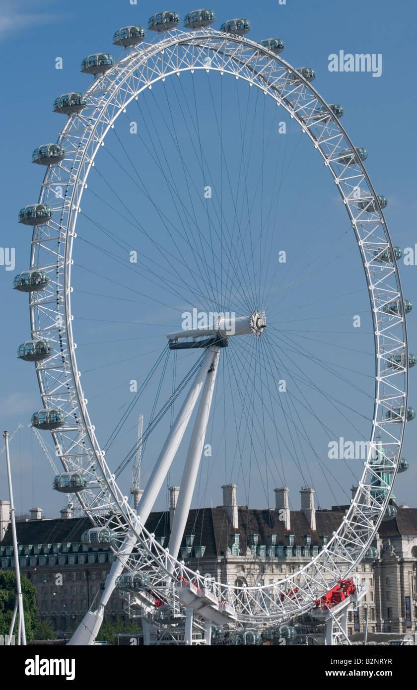 London Eye à partir de la rive nord de la Tamise Banque D'Images