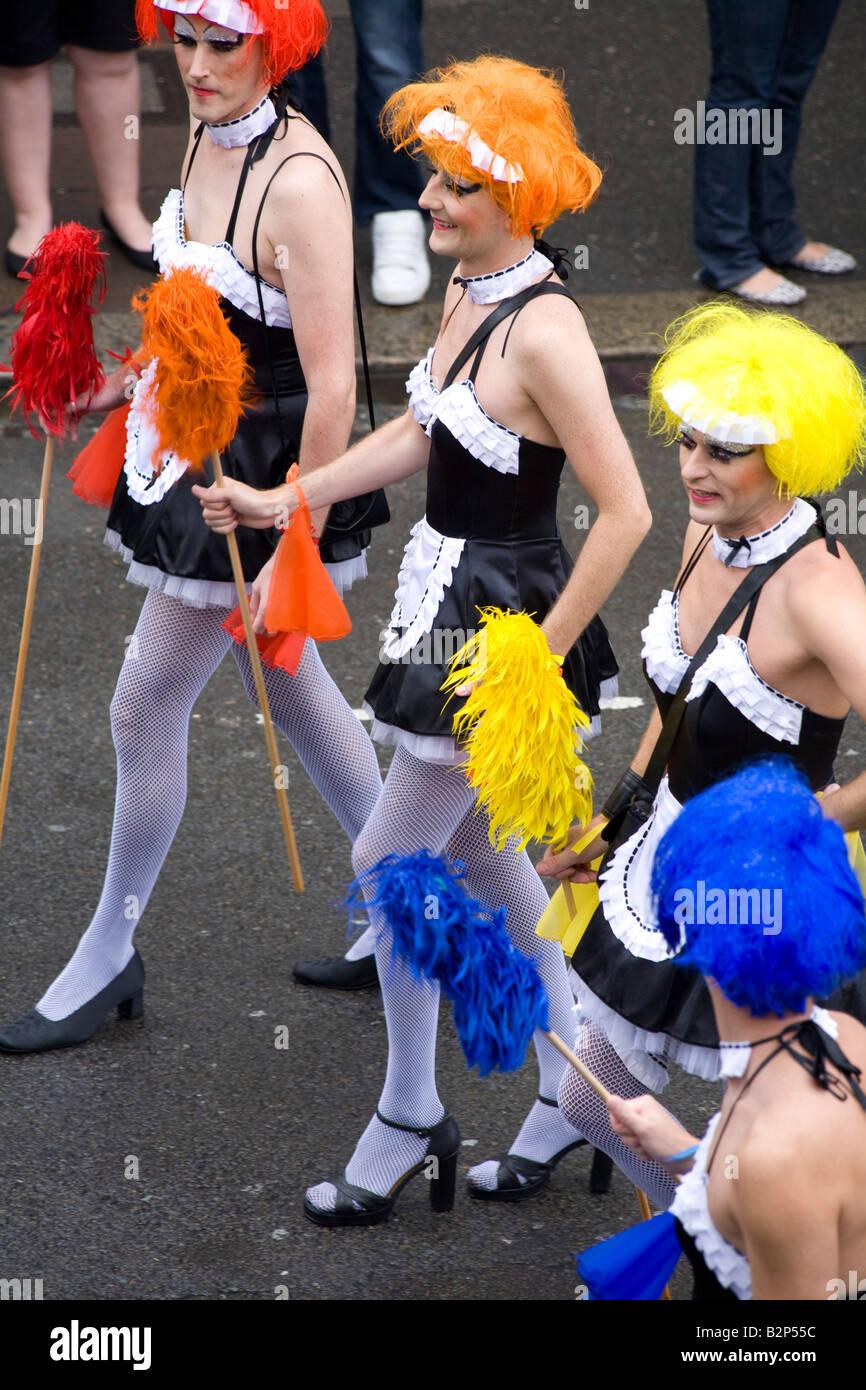 Mars travestis drag queen le long de la route de Brighton's Gay Pride Parade Photo Stock