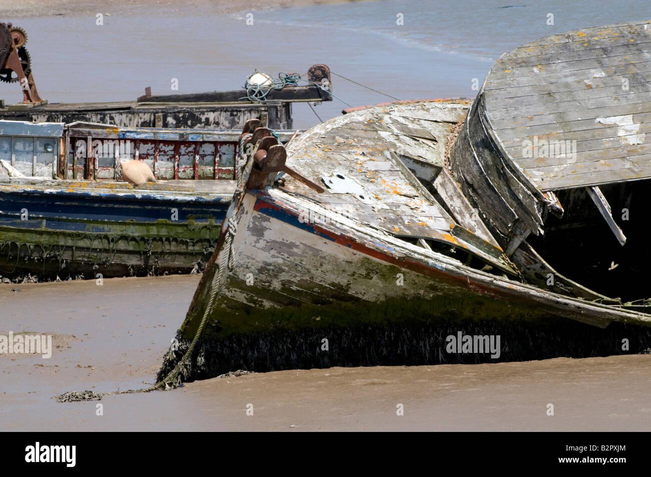 Bateaux échoués à Woodbridge, Suffolk, UK Banque D'Images