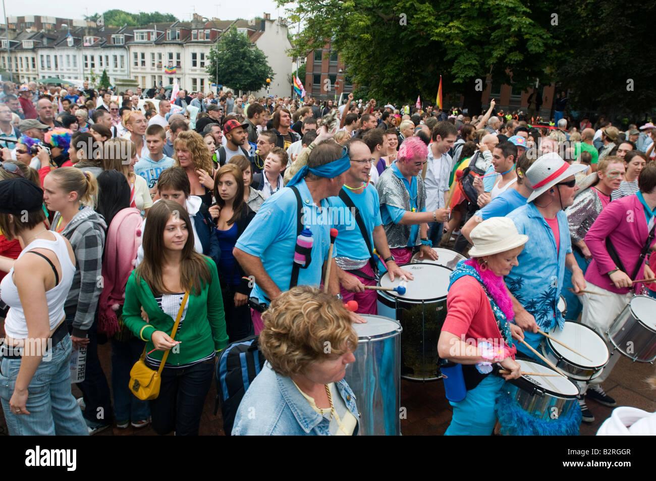 France 2 août 2008 foules arrivent à Preston Park pour la Gay Pride. Banque D'Images