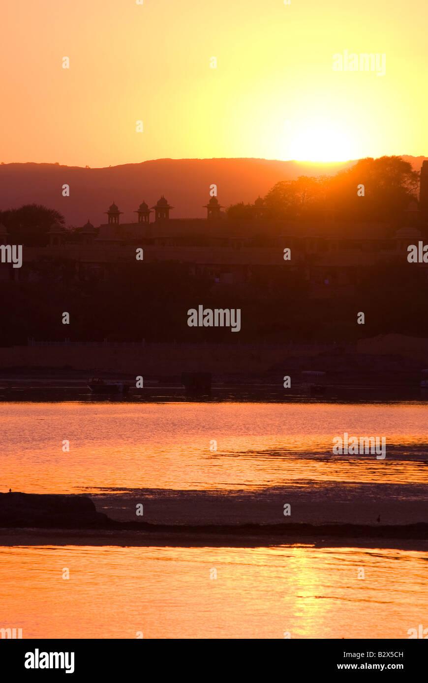 Coucher de soleil sur le lac Pichola, Udaipur, Rajasthan, Inde, sous-continent indien, en Asie Banque D'Images