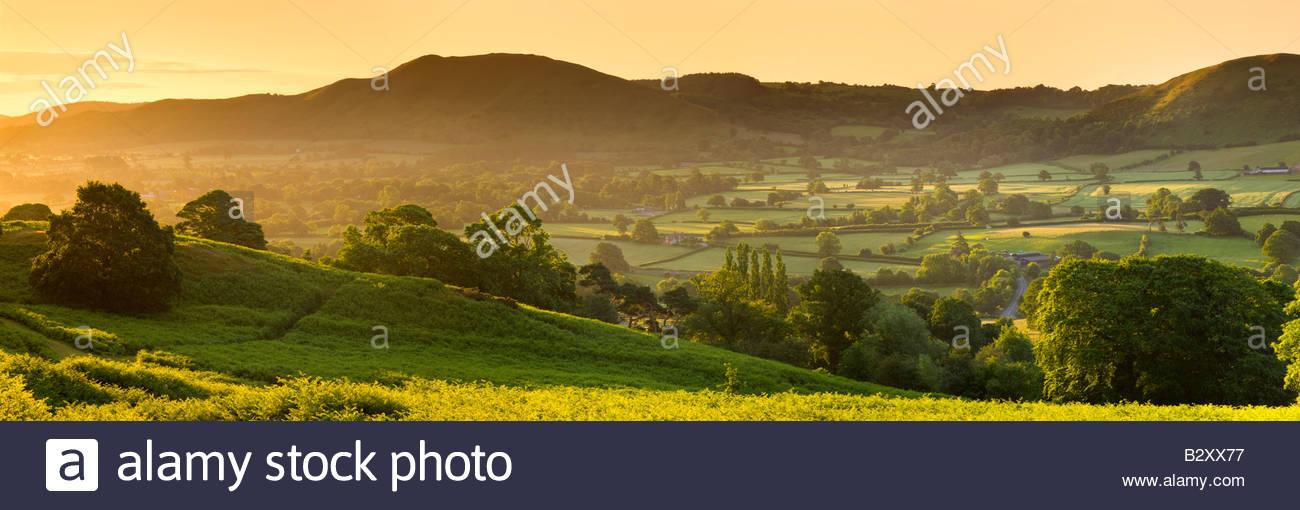 L'Lawley au lever du soleil depuis les pistes de Long Mynd, près de Church Stretton, Shropshire, England, Photo Stock